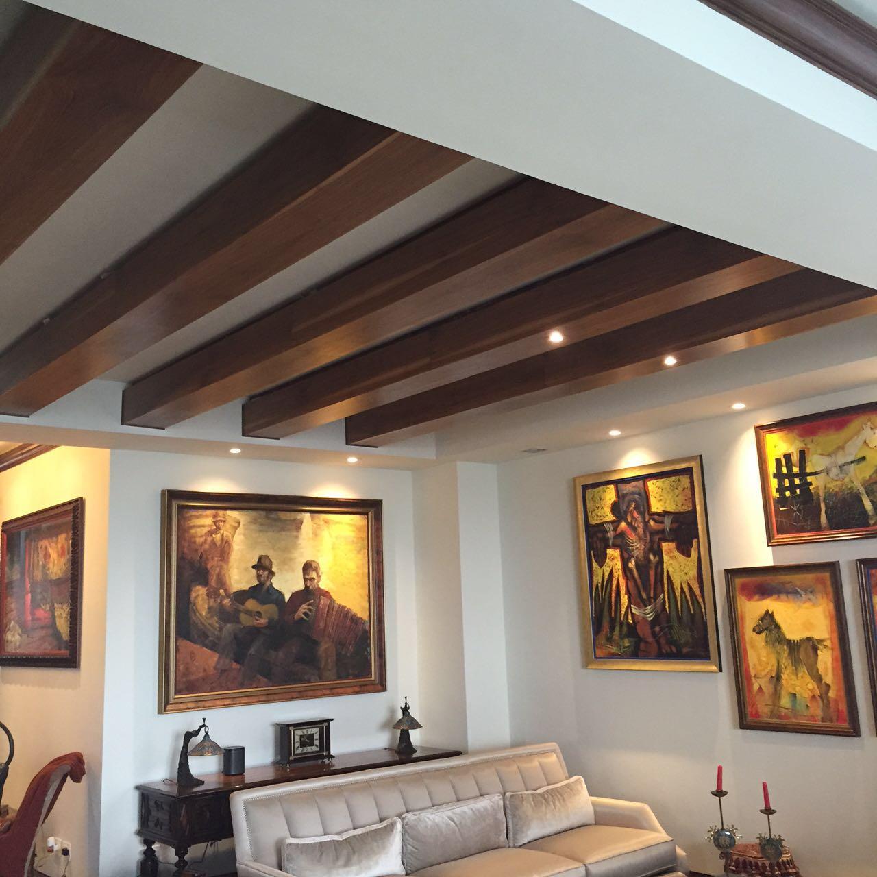 Alta carpinteri a vigas y plafones ebano muebles y - Plafones de iluminacion ...